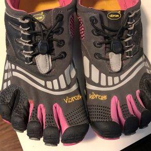 Vibram five fingers shoes size 40
